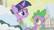 S01E11 Twilight i Spike obserwują sytuację
