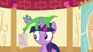 S05E11 Gummy przekazuje Twilight list od Pinkie
