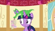 S05E11 Gummy przekazuje Twilight list od Pinkie