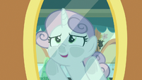 Sweetie Belle looking out the train window S9E22