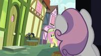 Sweetie Belle sees Fluttershy approaching S8E12