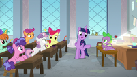 Twilight puts Spike in charge of class S8E12