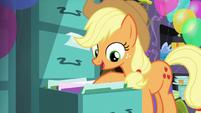 Applejack sees files S5E11
