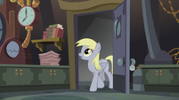 Derpy enters Dr. Hooves's lab S5E9