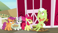 Granny Smith making her ears pointy S9E23