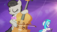 Octavia and DJ Pon-3 playing in harmony S5E9