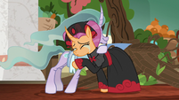 Sable Spirit tearfully returns Mistmane's hug S7E16