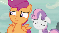 Scootaloo compliments Feather's mane; Sweetie Belle nods S7E8