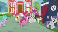 Sweetie Belle gives Ruby Pinch a ballot paper S5E18
