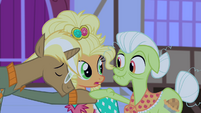 Trenderhoof and Granny Smith about to dance S4E13