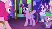 Twilight Sparkle -so many different creatures- S8E1