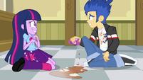 Twilight afasta sua mão de Flash EG