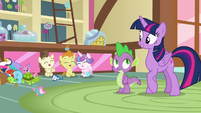 Twilight pleased that the babies are friends S7E3