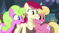 Flower trio impressed by Rarity's new look S7E19