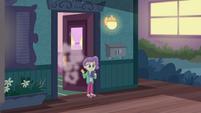 Lily Pad waving goodbye to Rarity EGDS3
