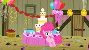 Pinkie Pie haciendo una fiesta