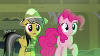 Pinkie and Daring Do see Rainbow start to sink S7E18