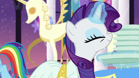Rarity sniffing S5E15