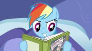 S2E16 Dashie kończy pierwszą książkę