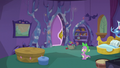 Spike sees the door closed S5E5.png