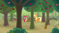 AJ and Apple Bloom set a box trap S9E10