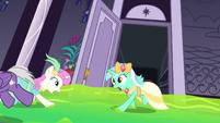 Ponies in a ballroom panic S5E7