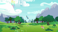 Rainbow Dash flies down to the CMC S9E22