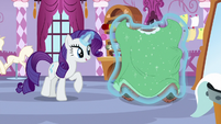 Rarity puts simple green dress on Yona S9E7