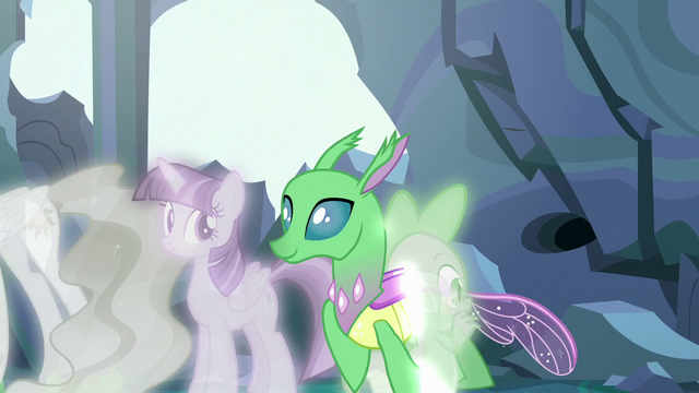 File:Simulated changeling walks through Spike S7E1.png