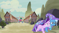 Starlight and Trixie run away from the village S6E25