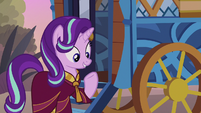 Starlight wearing a Saddle Arabian robe S8E19
