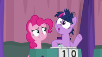 Twilight pretending to see something S9E16