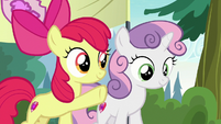 Apple Bloom pointing at the kayaks S7E21