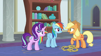 """Applejack """"supposed to be learnin' friendship"""" S8E1"""