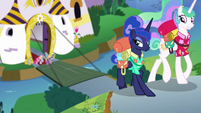 Celestia and Luna leaving Canterlot S9E13