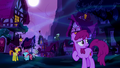 Ponies in dream Ponyville S5E13.png