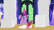 S07E22 Twilight zajęta pracą papierkową