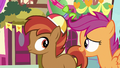 Scootaloo talking to Button Mash S8E10.png