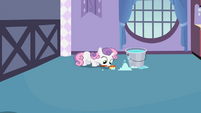 Sweetie Belle cleaning S02E05