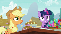 Twilight and Applejack look uncomfortable S7E23