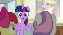 Twilight notices the Cutie Mark Crusaders S8E12