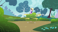 Bees attack Twilight S1E15