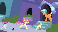 Crystal Ponies fleeing indoors S9E1