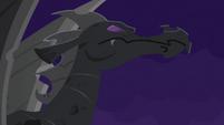 Dragon statue S4E03