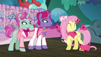 Fluttershy having fun with the Flying Prairinos S6E20