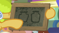 Goldie Delicious draws two preserve jars S7E13