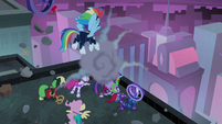 Power Ponies flinching from pretzel cart S4E06