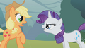 """Rarity """"owning"""" Applejack S01E08.png"""