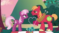 Big Mac drawing heart S02E17