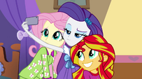 Fluttershy, Rarity, and Sunset take a selfie EG2